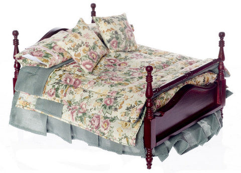 Four Poster Bed with Special Linens Set