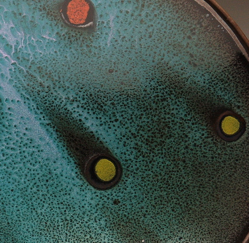 "DH028 8"" Platter, Teal over Black with Red and Chartreuse Spots"