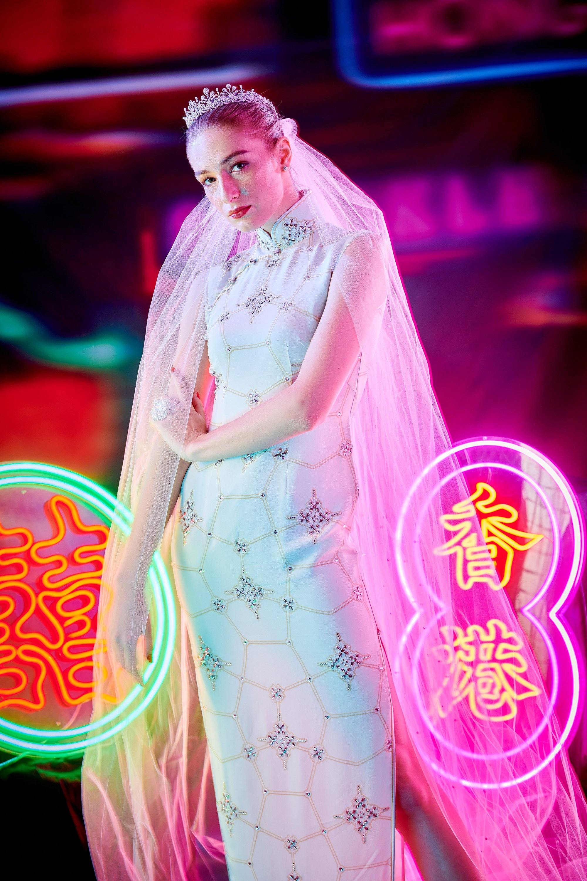 【SNOWFLAKE】Masterpiece Collection Haute Couture 100% Silk Crystal Wedding Cheongsam (Sleeveless/Tailored Fit) - THE SPARKLE COLLECTION by GERMAN POOL