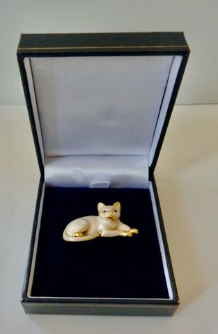 Rodney Holman: Brooch – Cat Sitting – Cream Enamel