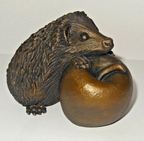 ORIELE BRONZE - HEDGEHOG WITH APPLE. WL645