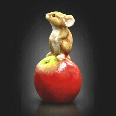 RICHARD COOPER STUDIO - BONE CHINA - BABY MOUSE ON APPLE