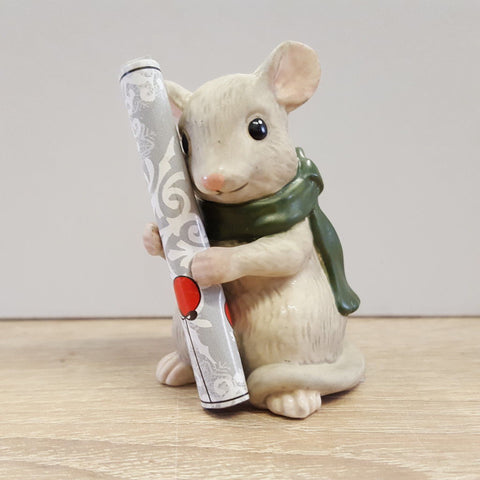 GOEBEL - Figurine - CHRISTMAS MOUSE WEARING SCARF