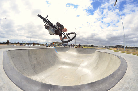 torquay skatepark - bowl - bmx air