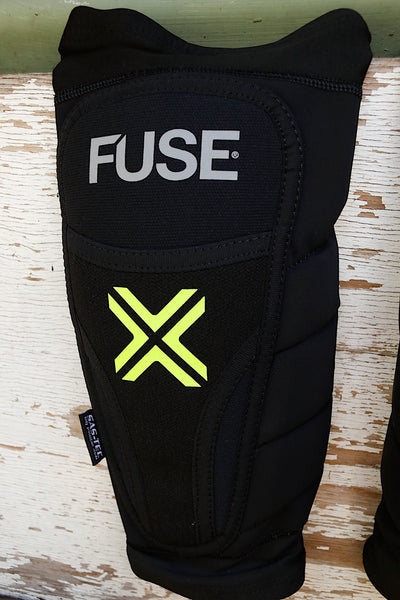 FUSE PROTECTION -Fuse Omega Whip Shin Pads -HELMETS + PADS + GLOVES -Anchor BMX