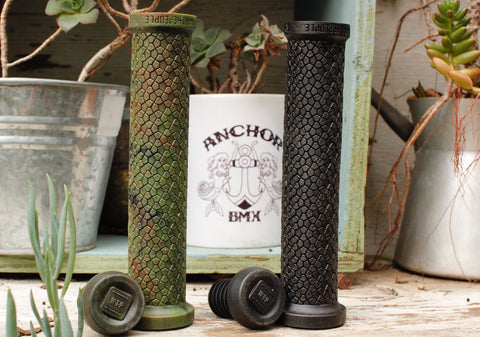 WETHEPEOPLE -WeThePeople Raptor Grips -GRIPS + BARENDS -Anchor BMX