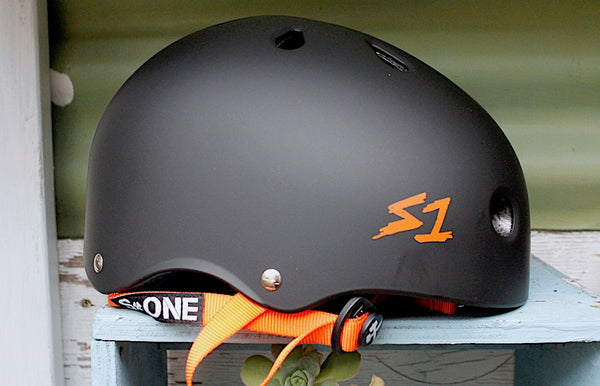 S1 Lifer Helmet Certified Matte Blk/Orange Straps