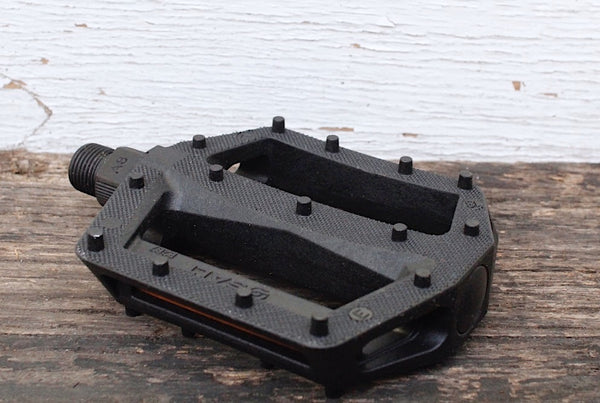 Salt Junior V2 Nylon Pedals