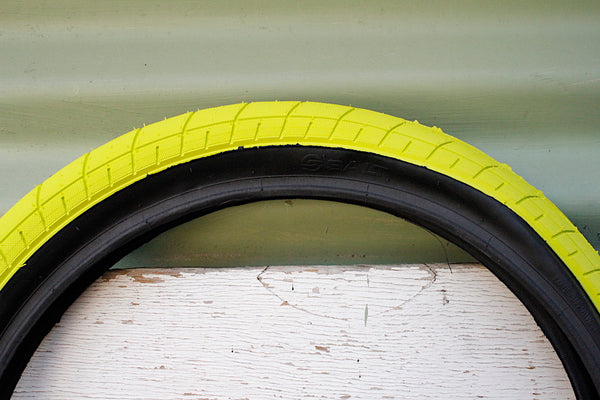 Salt Tracer 18 Inch Tyre Neon Yellow