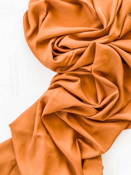 Rust Flowy Table Runner