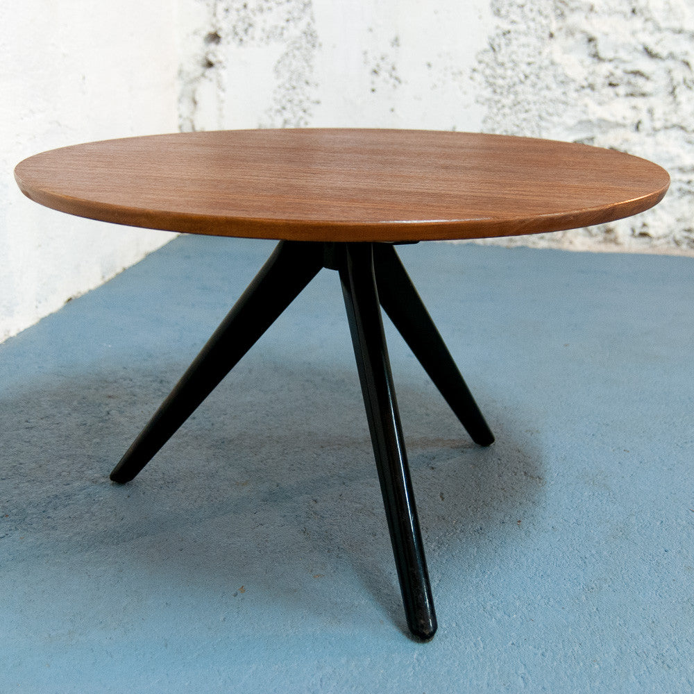 table basse scandinave ronde tripode vintage monsieur. Black Bedroom Furniture Sets. Home Design Ideas