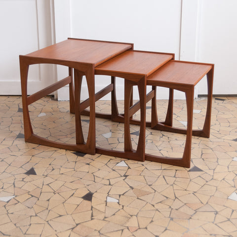 Table basse gigogne moderniste