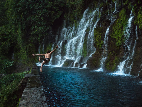 el salvador waterfall jumping