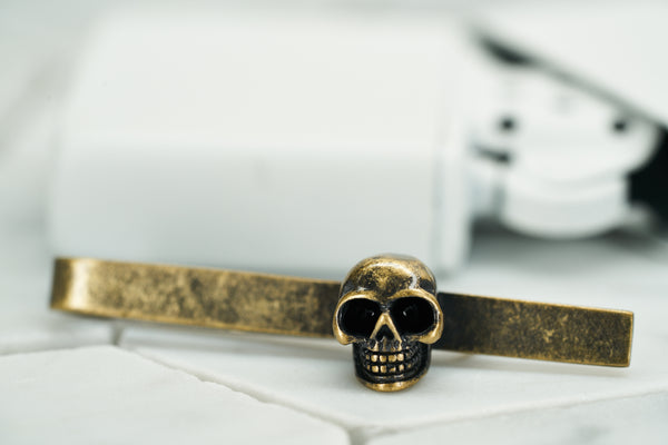 A product image of the vintage gold Vie skull tie bar by Dear Martian.
