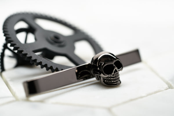 Front image of the Dear Martian Vie Men's Skull Tie Bar with our signature logo.