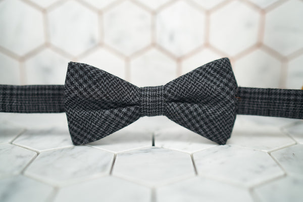 A front view of the houndstooth pre-tied bow tie by Dear Martian, Brooklyn.