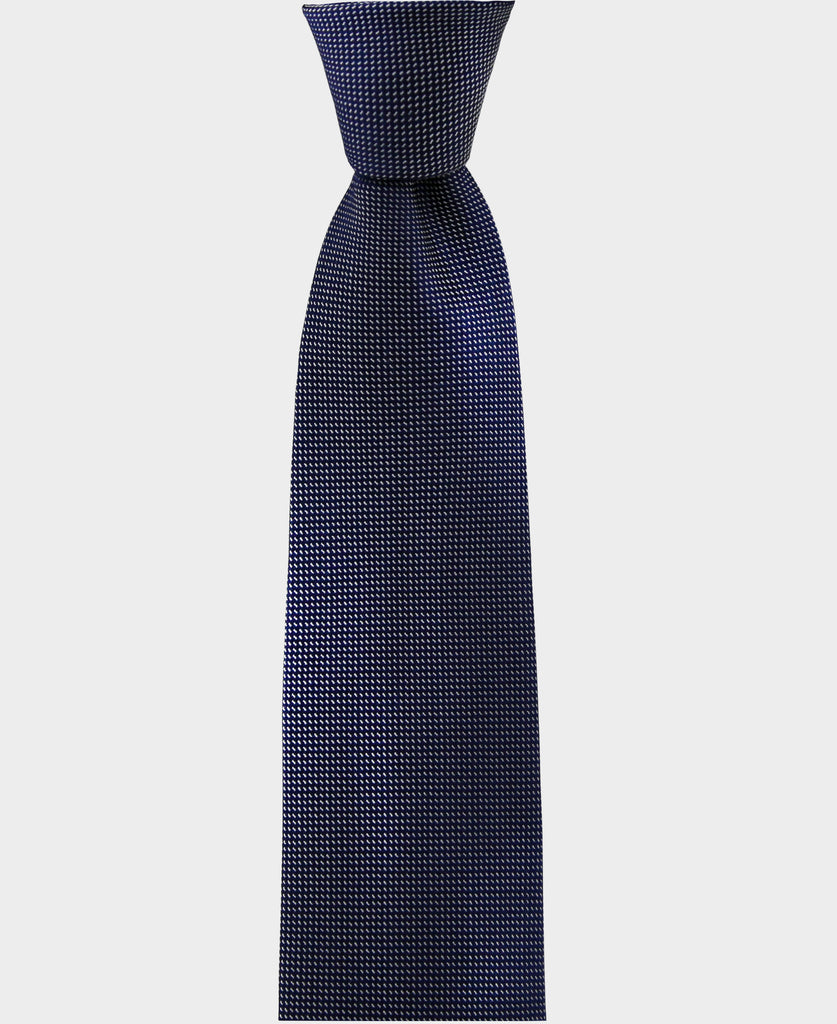 Our blue geometric pattern tie is perfect for a classic yet modern look. Its versatile enough to be worn in a formal or a casual environnement.