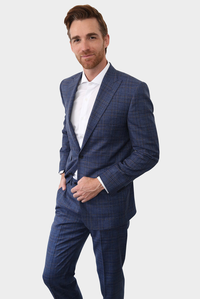 This suit is the definition of versatile, perfect for work meetings or a social event, you wont pass unnoticed.