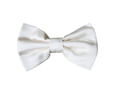 The off white silk bowtie allows you to achieve that sharp and refine look you were looking for.  Wear this with a classic tuxedo.