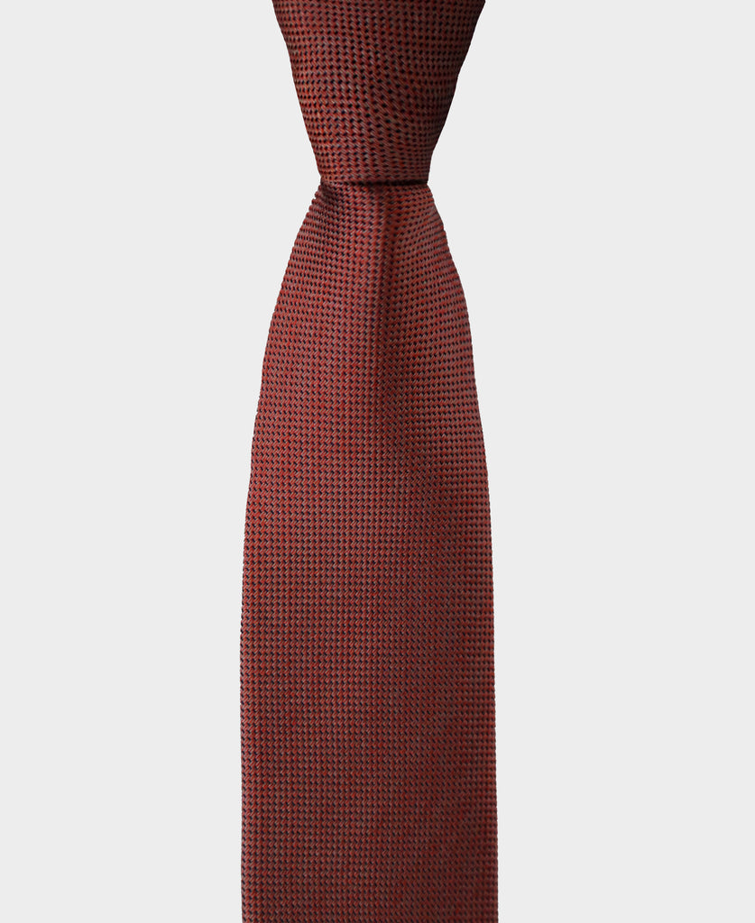 Our texture tie is perfect when you want to add that special touch to your outfit.