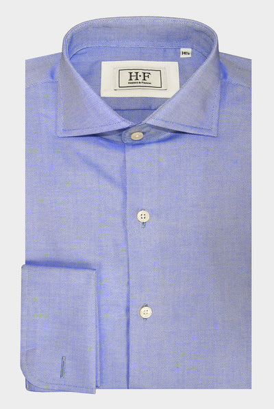 Our blue basic shirt is perfect for your everyday business meetings.