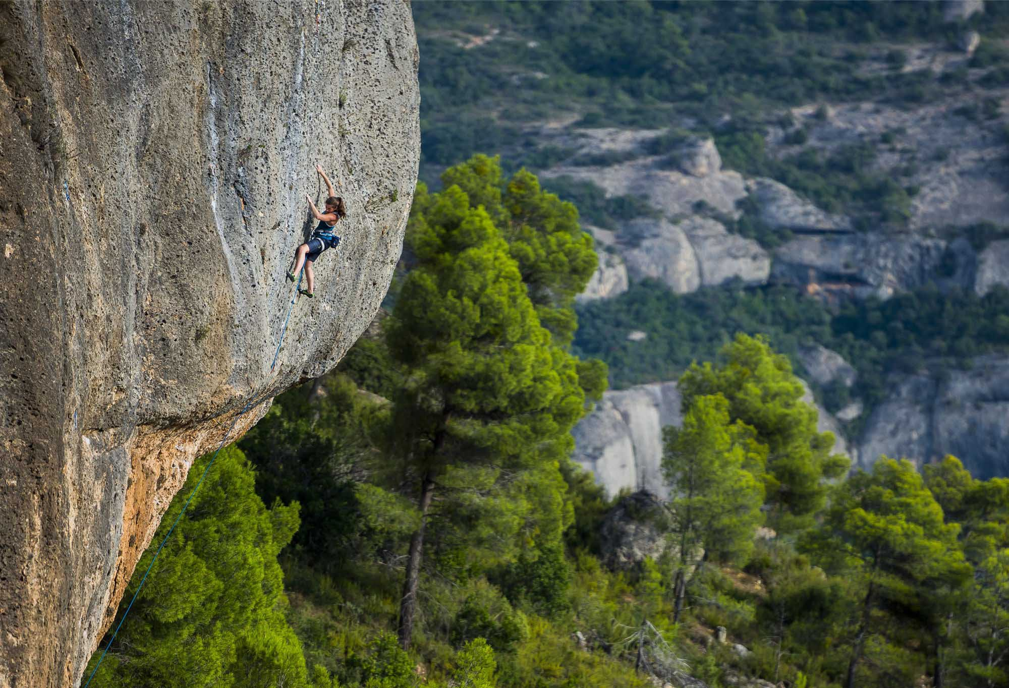 Indoor vs Outdoor Climbing: Which One Has the Edge?