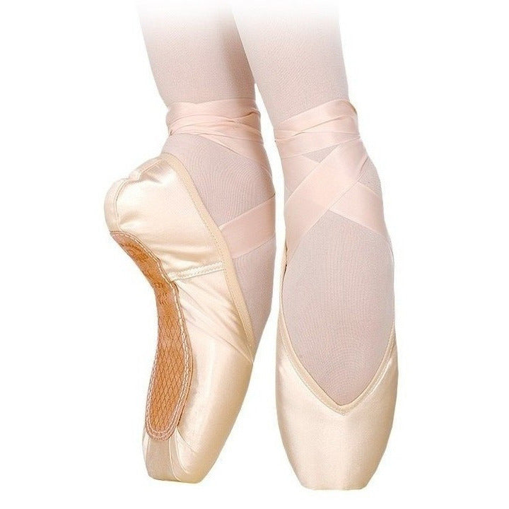 Maya I, Pointe Shoes