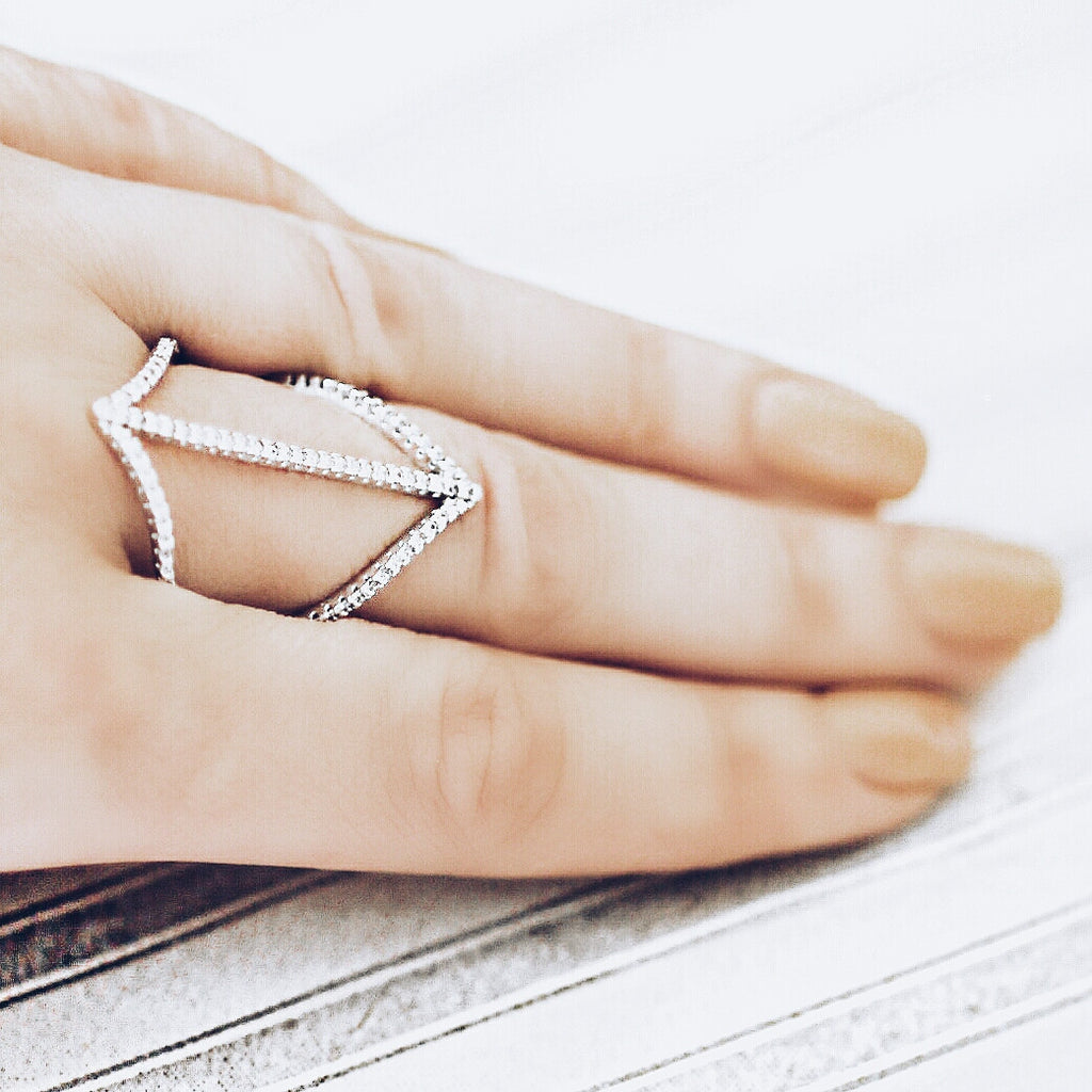 AB1016 - Lav Modern White Gold Ring Design