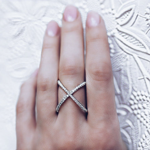 woman wearing Aurum Mod white gold-plated crossed ring