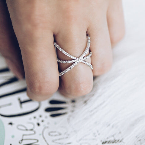 Aurum Mod white gold-plated star-shaped studded ring on hand