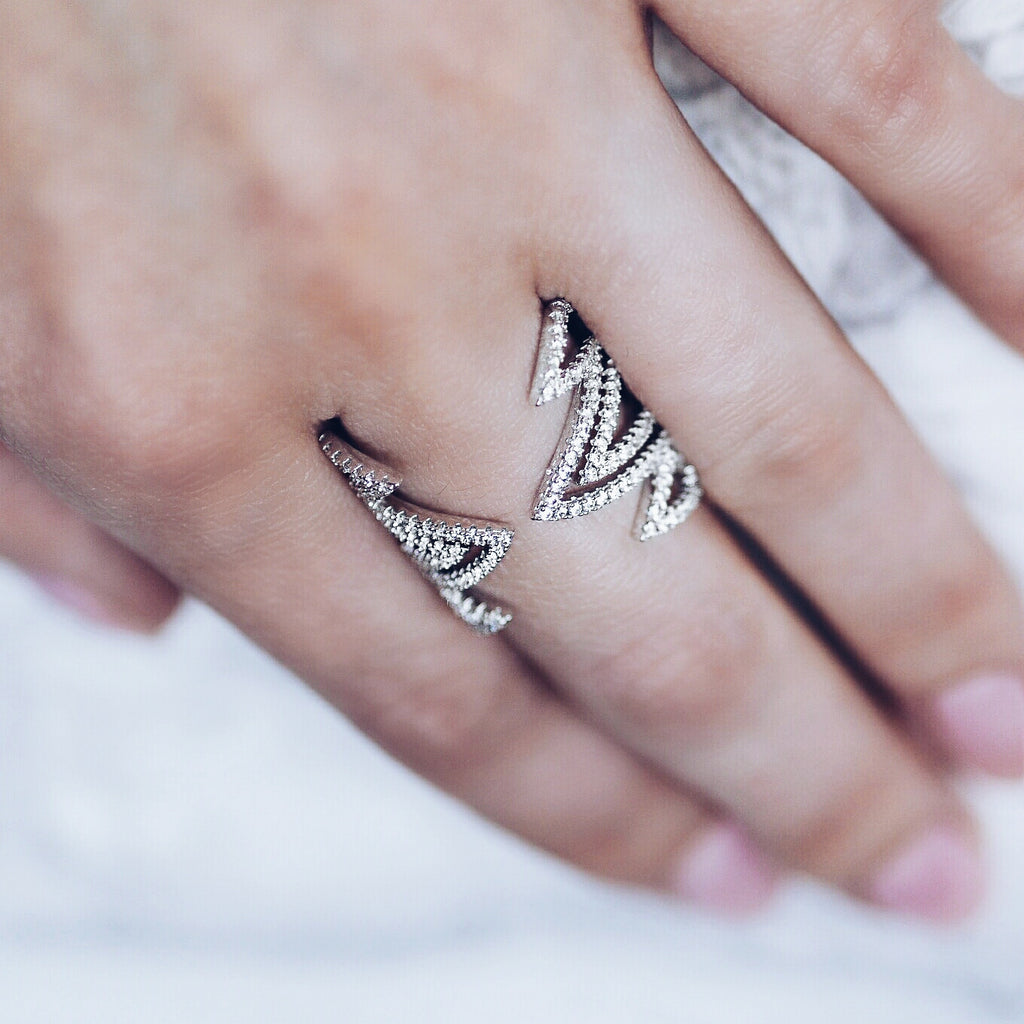 woman wearing Aurum Mod white gold-plated geometric studded ring