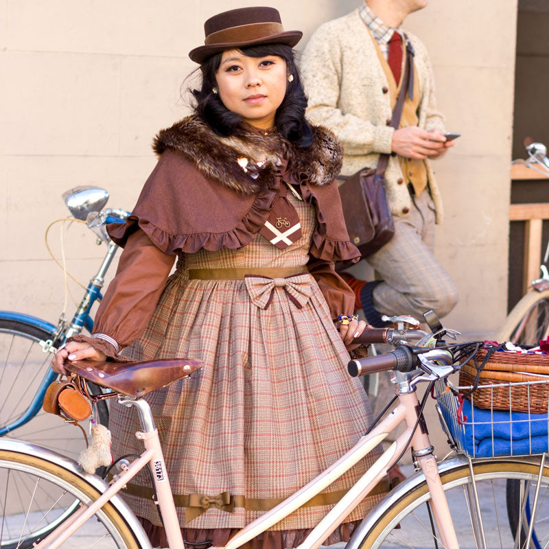 Jill Quindiagan: Tweed Lolita Bike Style