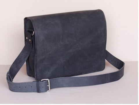 BLACK LEATHER MEDIUM MESSENGER BAG