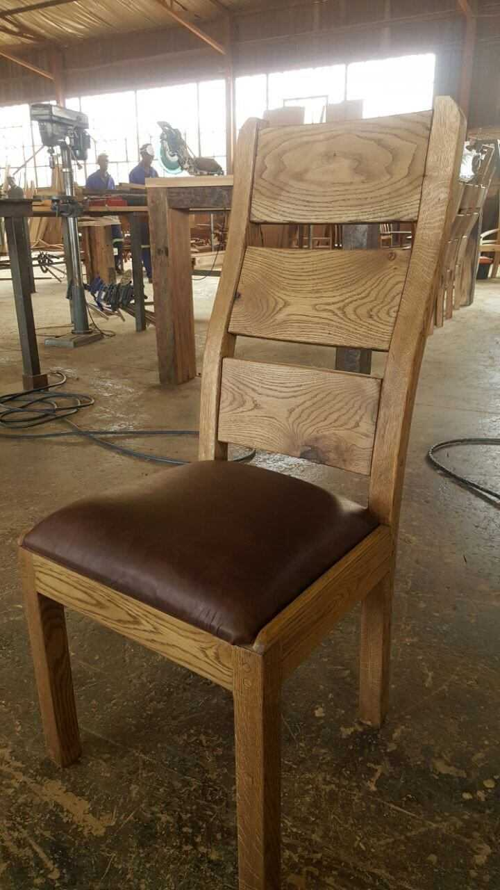 Oak Design Comfort Chair with Leather