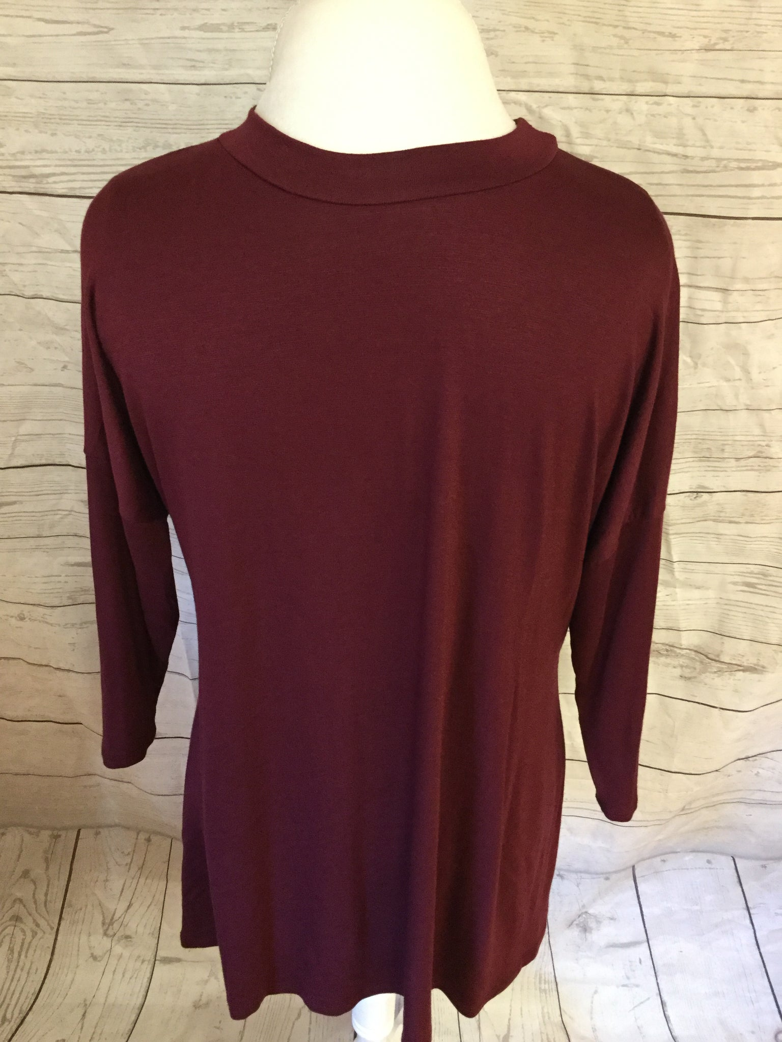 Straight 3/4 Sleeve Wine Edge Top