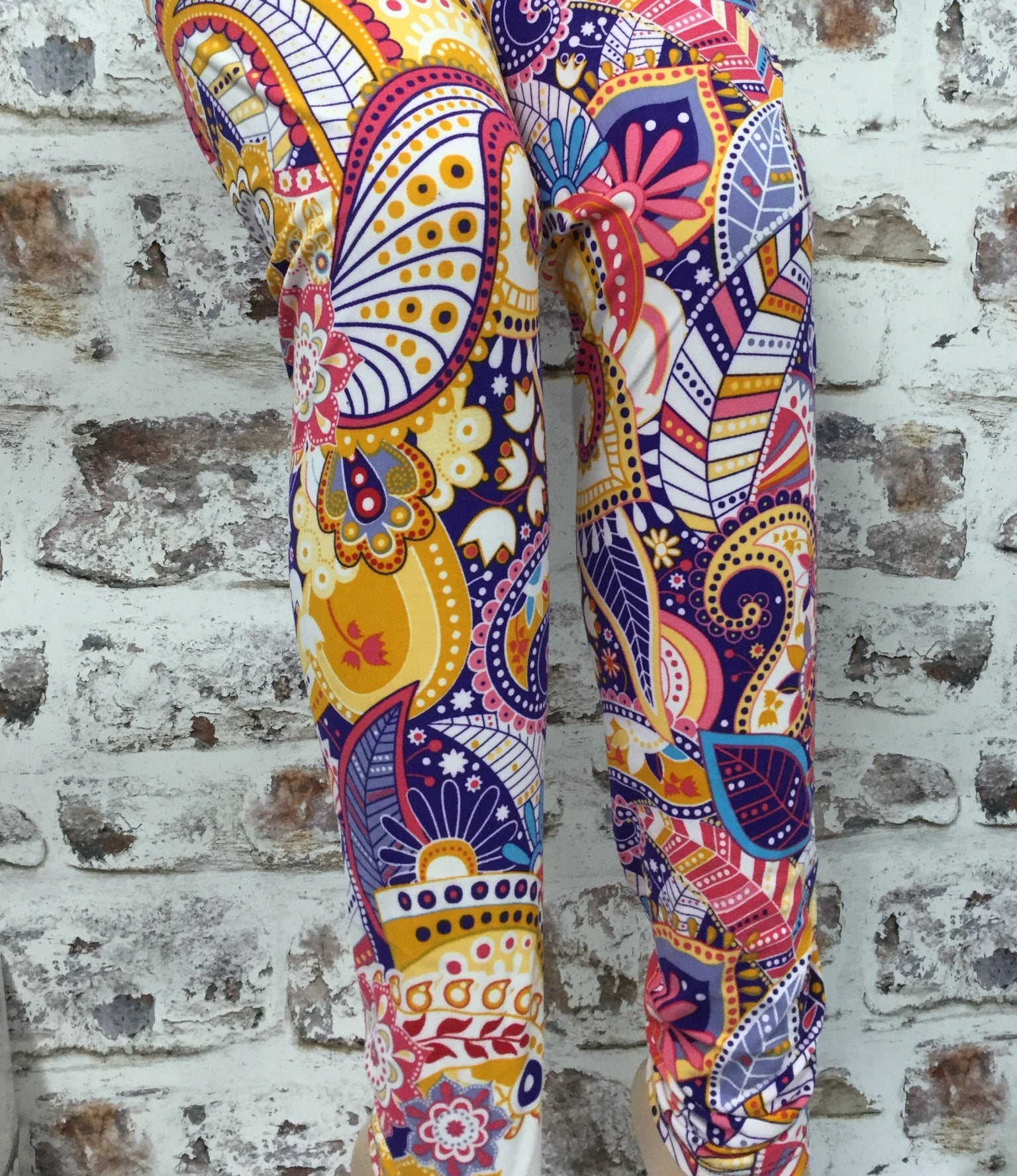 Extra Plus Fun in the Sun Paisley Printed Leggings