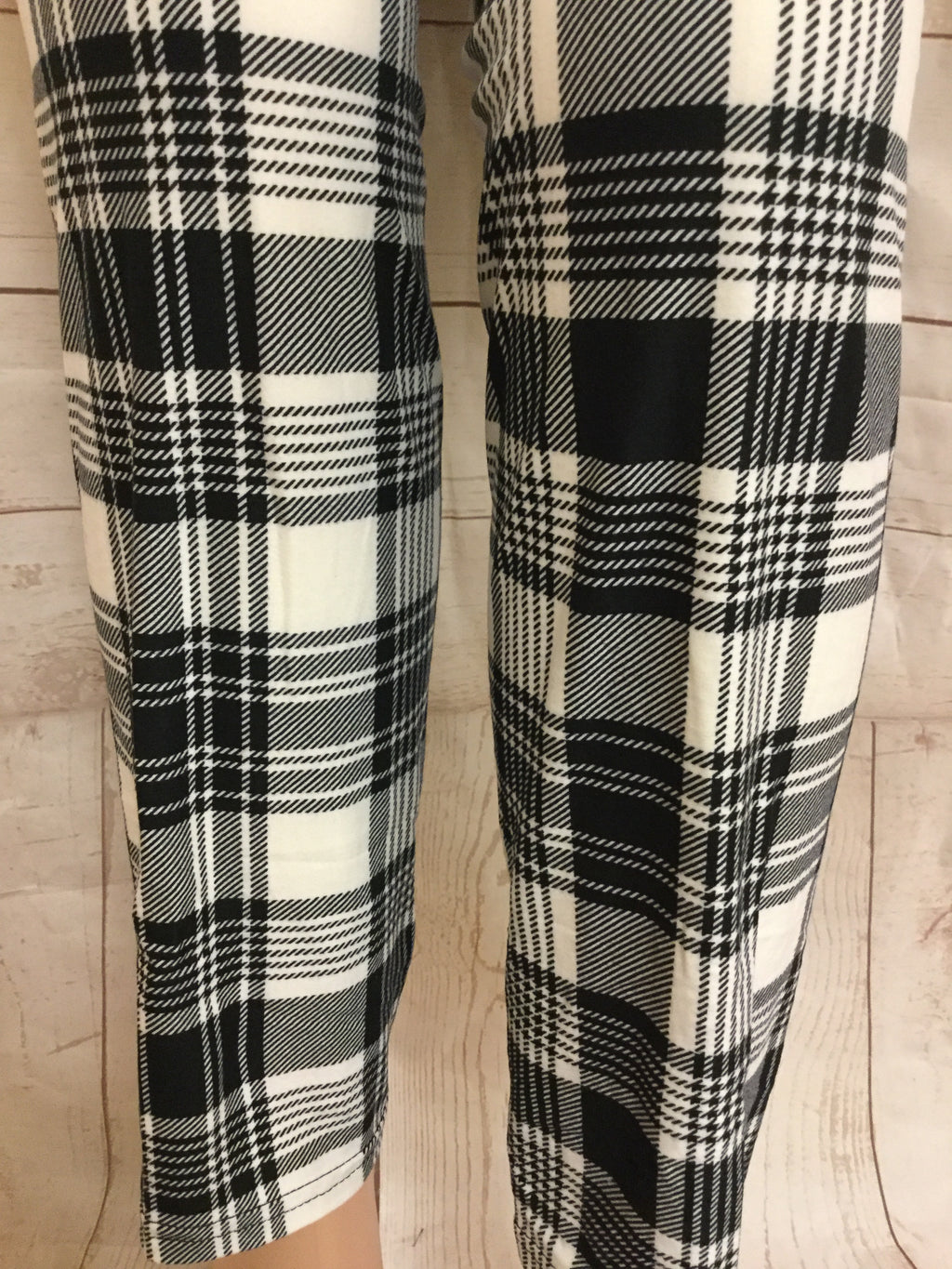 EXTRA PLUS Black and White Plaid Printed Leggings