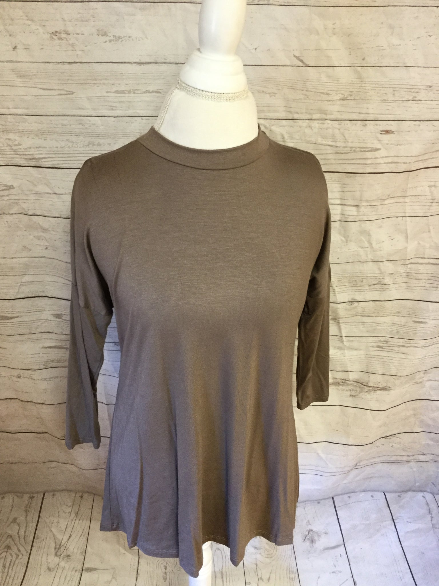Mocha 3/4 Sleeve Straight Edge Top