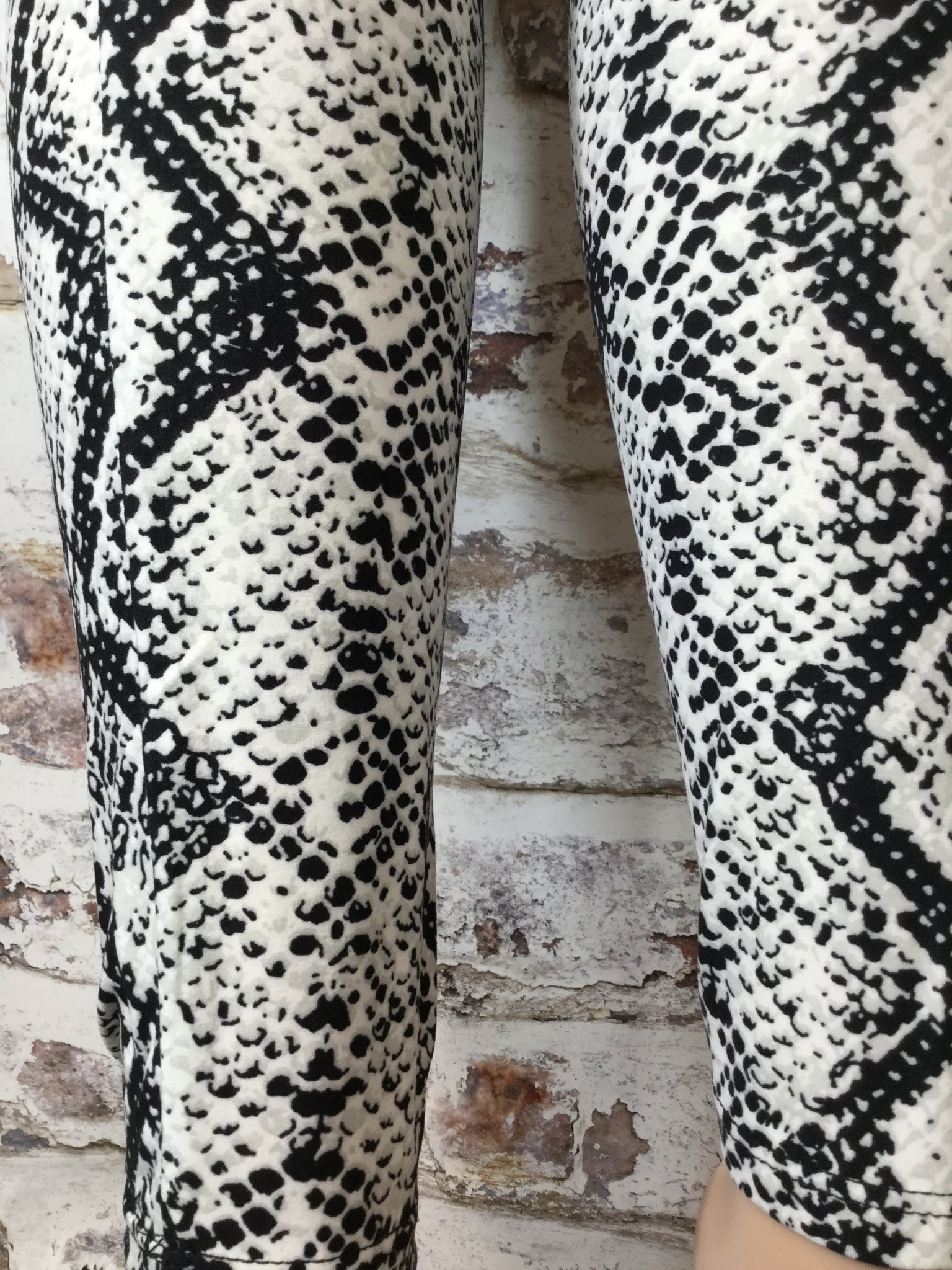 Extra Plus Snake Skin Printed Leggings