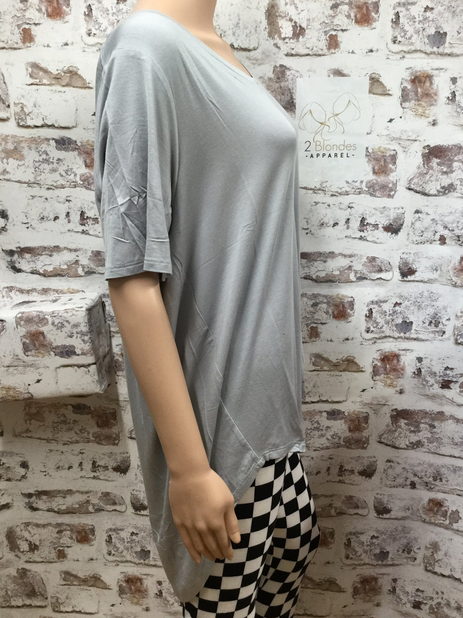 Plus Size Light Grey   V Neck Hi-Low Short Sleeve Tunic
