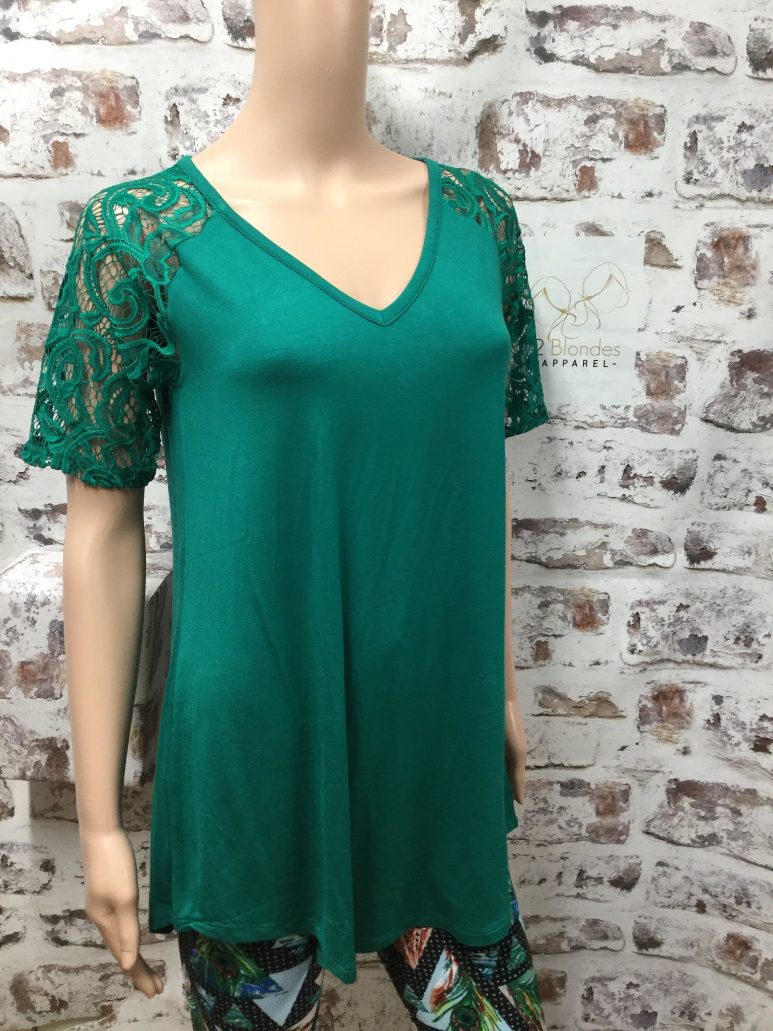 Green V-Neck Short Lace Sleeve Top
