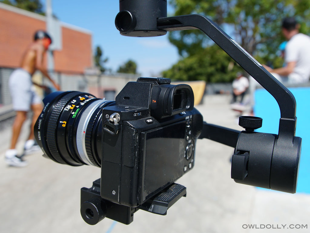 Charge your camera while filming for unlimited shooting power with MOZA AirCross Gimbal!