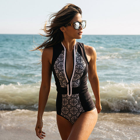 One Piece Black and White Monokini  Swimsuit  Print Zipper Front Plus Size Swimwear