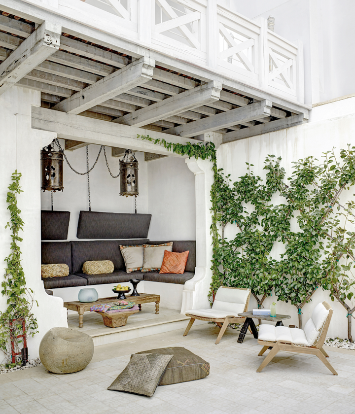 INSPIRATION FOR AN <br> OUTDOOR SUMMER SPACE!