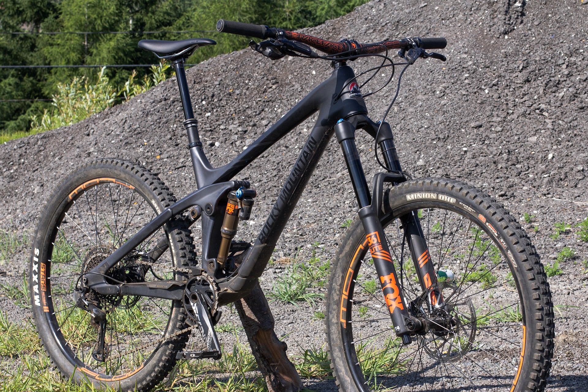 Rocky Mountain Slayer 70 2018 noir en angle