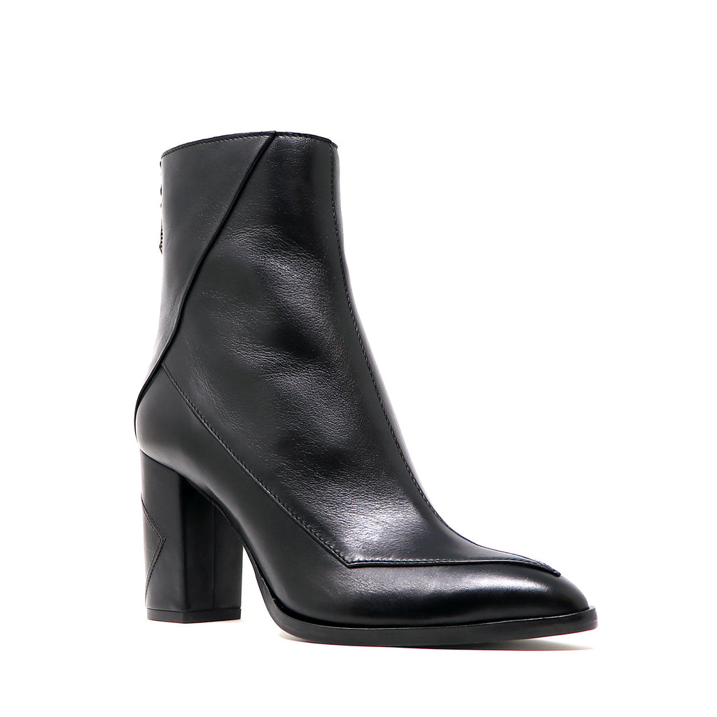 Almasi boot in black vegetable tanned leather. Sustainable black mid-heel boot handcrafted in Italy.
