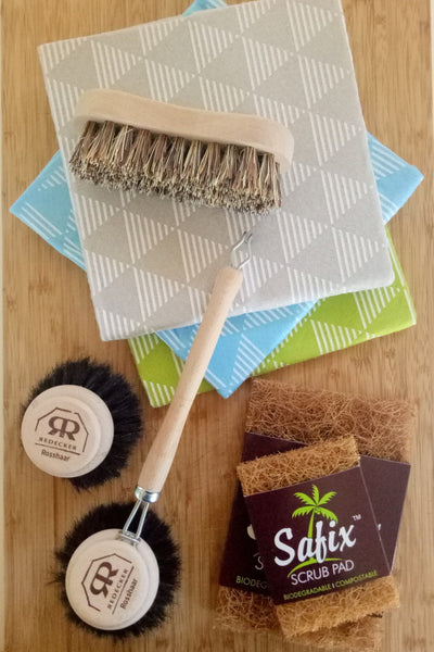 Scrubbers, brushes and cloths