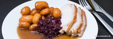 Flæskesteg med Brune kartofler og sovs (Pork Loin with Sugar Potatoes)