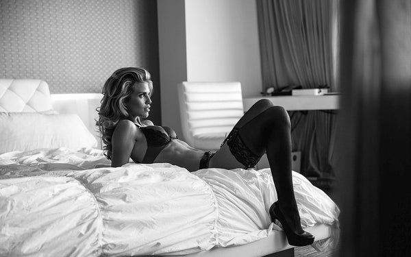 ANNALYNNE MCCORD'S BOUDOIR PHOTOSHOOT