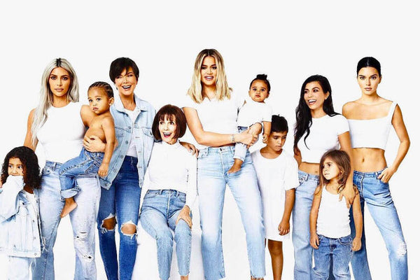 KARDASHIAN'S ANNUAL 2017 FAMILY PHOTOSHOOT